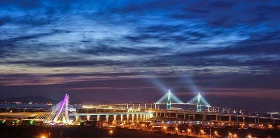 Cây cầu Incheon lung linh về đêm