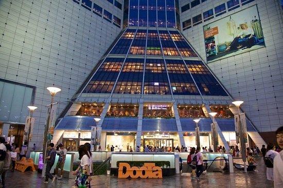 Chợ Dongdaemun nơi nhiều du khách ghé thăm khi du lịch Seoul