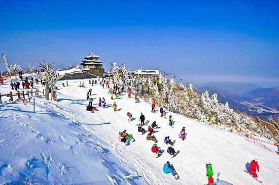 Kinh nghiệm trượt tuyết khi du lịch Hàn Quốc mùa đông