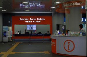 Quầy bán vé tàu Airport Railroad Express đi từ sân bay Incheon về Seoul