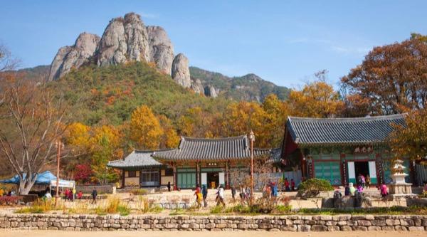 Núi Juwangsan ngập sắc lá vàng